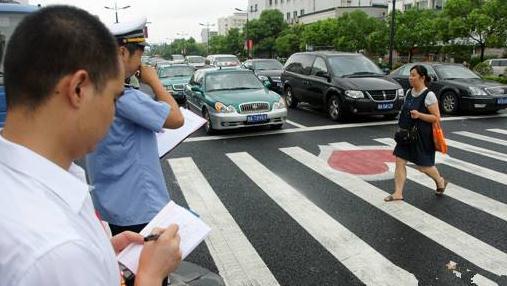 咸阳交警今起开始处罚机动车不礼让行人 被监控抓拍 罚100元记3分