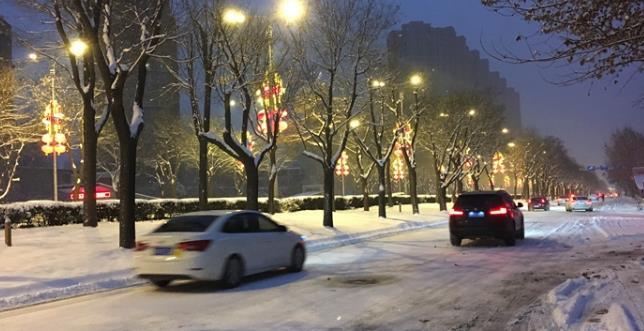 2018年西安迎来首场大雪 出行注意安全