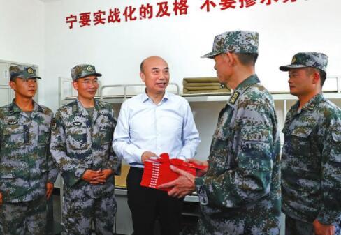刘国中八一前夕看望慰问驻陕部队官兵