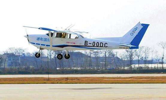 我国自主研制生产的小鹰-700飞机在太阳城注册网址太阳城集团网址省成功首飞.jpg