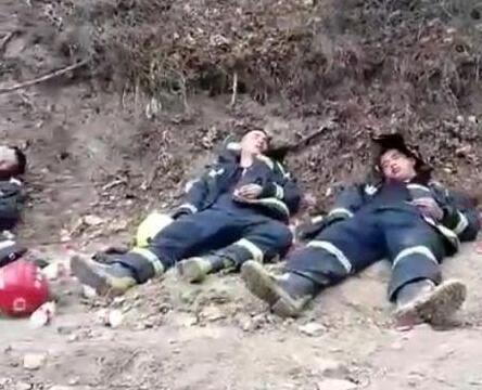 防救援支队共接警53起,出动了109辆消防车、624名消防指战员。消防部门介绍,火情多因祭扫引发。      耀州陈家山森林火灾      消防队员连续作战      4月5日14时30分左右,铜川市耀州区庙湾镇陈家山石矸山地区发生一起火情。消防队员、武警官兵、民兵预备役和国有林场技术人员共计400余人全力开展扑救。      记者接到很多热心群众发来的火情视频。视频中,山火燃烧形成的巨大浓烟直冲上天空,火势不断在蔓延。燃烧的火场里,消防员和群众正在用铁锨灭火,烟雾缭绕,画面里不时传来咳嗽的声音。      4月6日下午4时,一段过火后陈家山山林的视频显示,已经扑灭的山林部分,全部是燃烧过后的灰烬。截至6日晚8点传来消息,目前尚有点状余火,火情可控,无人员伤亡。扑救工作正在科学有序开展,专业人员还在持续监测。      火灾已造成5人受伤      多人因引发大火被拘留      记者从铜川矿务局医院了解到,截至4月6日下午,该院已接收5名因救火而受伤的患者,其中1名患者因伤情过重,已被转往西京医院。      铜川市公安局耀州分局永安路派出所所长薛保利介绍,4月5日中午,药王山景区周边,因清明祭祖发生3起火灾,幸好及时扑灭。因为上坟引起火灾的3名人员刘某某、朱某某、张某某全部被抓获,并依法行政拘留15日。      4月5日当天,铜川市公安局印台分局王石凹派出所连续处理了三起因祭扫烧纸引发山火的案件,对三名拒不执行政府在紧急状态下发布的命令的违法行为人依法处以5-10日的行政拘留。      4月5日晚,针对铜川突发森林火情,市长李智远主持召开森林防灭火工作专题会议。      李智远要求,各区县、市级各部门要深刻认识当前森林防灭火工作的重要性和紧迫性,持续发力加强火源管控,加大巡查力度,对重点区域和要害部位严防死守,消除人为火灾隐患。各级森林防火部门要进一步做好防火物资储备,全面做好扑救森林火灾的各项准备,快速处置突发火情,在充分保障扑救人员生命安全的基础上,全力做好森林火灾扑救工作,最大限度减少损失。     .jpg