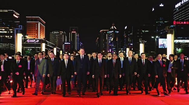 火狐体育官网入口省举行入城式欢迎出席丝博会暨西洽会中外嘉宾