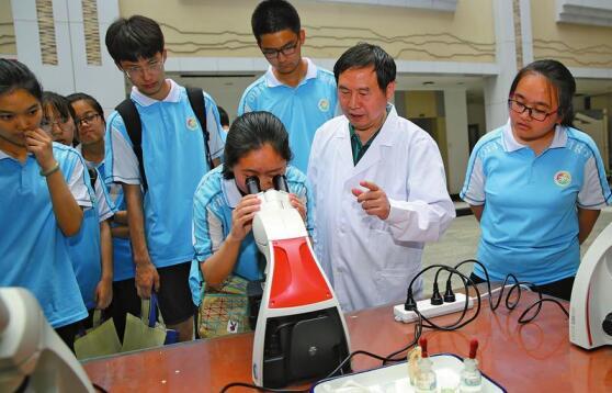 院士与中学生相约国家重点实验室.jpg