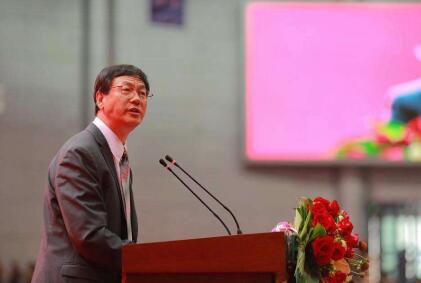 王中林:首位获爱因斯坦世界科学奖华人科学家.jpg