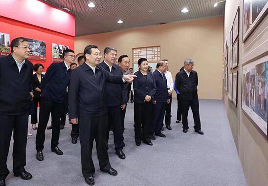 陕西省委常委班子参观70周年陕西成就展
