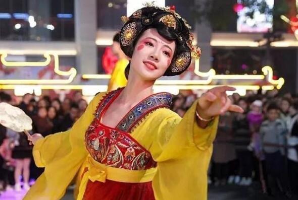 莎伦足咖 100分钟一身轻松 首家新唐风影院式沐足馆走红泾阳