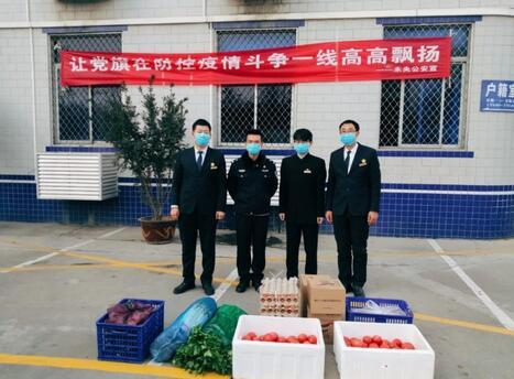 西安爱心企业向一线警务人员及社区捐赠万元蔬菜 .jpg