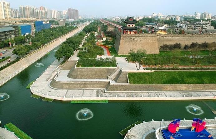 2020101708一河碧水绕城郭!西安全力打造高品质护城河景区0556550.jpg