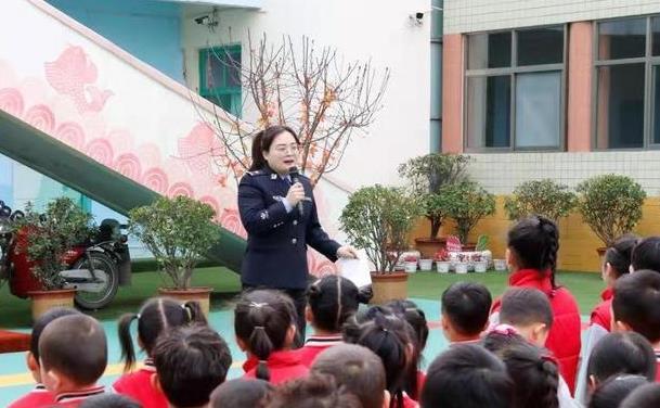 韩城民警进课堂 安全伴我行.jpg